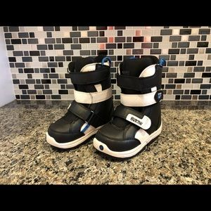 SOLD———EUC boys Grom Burton Snowboarding boots